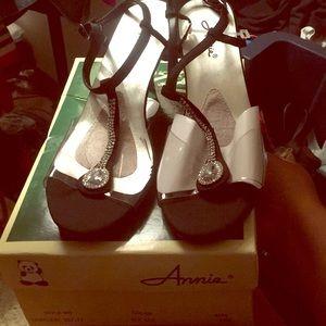 NIB Women's black clear/rhinestone sandal size 12W